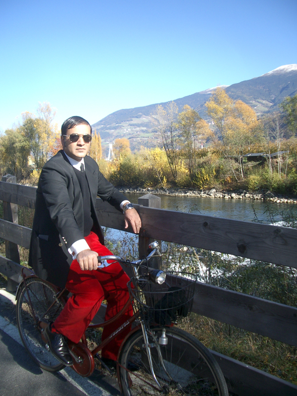 Abbas_on_bike