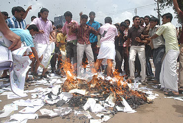 Textboks_burnt_kerela_20080707